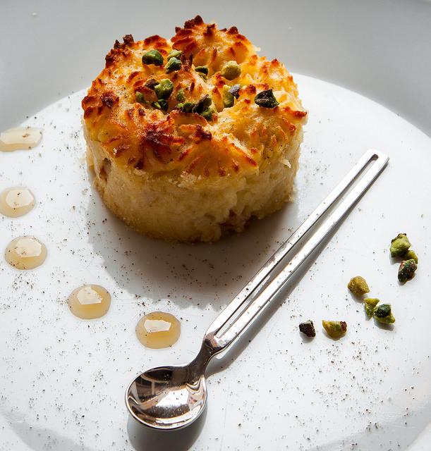 Sformato di patate alla pancetta piacentina e miele al passito, in versione finger food