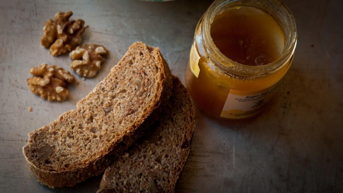 pane-noci-e-miele-di-castagne-3-1160x655