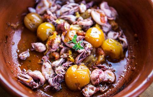 Calamari ai pomodorini gialli e profumo di limone