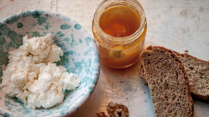 pane alle noci e miele di castagno